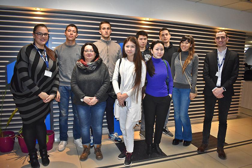 Посещение на студенти от ВСУ в офиса на 411 Маркетинг